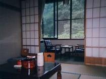お部屋(和室)の一例です。豊かな山林に囲まれる東鳴子温泉です。