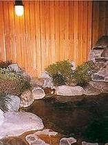 中浴場の岩組みの露天風呂