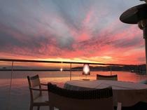 その名の通り、夕刻には日本のエーゲ海牛窓の海を赤く染める夕陽をご覧頂ける場所。