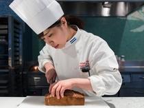 【デザート】ホテル専属パティシエが毎日一つ一つ丁寧に作り上げています。