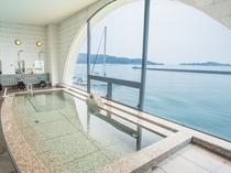 【2階・展望浴室】半円形に切り取られた窓からは、瀬戸内海の多島美がご覧頂けます♪