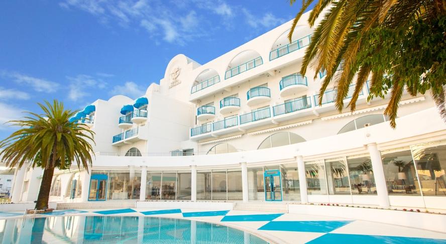 【外観】青が似合う♪白亜のリゾートホテル