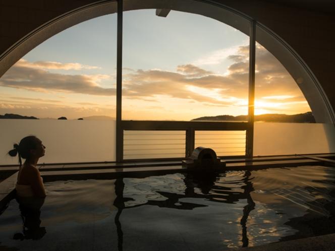 日没に合わせてご入浴頂くと、瀬戸内海をオレンジ色に染める夕陽もご覧頂けます♪