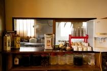 フリードリンクコーナー(水・コーヒー・紅茶・お湯・泡盛無料)