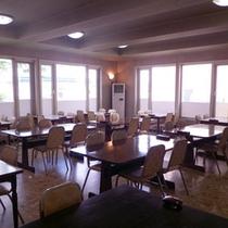 【食堂】みなさまで会話を交えながら、根室の恵みをごゆっくりとお楽しみください。