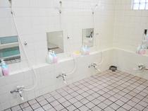 【男性浴場】洗い場も広く使いやすいです。