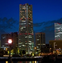 当館から徒歩15分、電車で5分◆ランドマークタワー◆