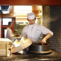 【朝食・釜戸で炊くご飯】