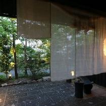 【玄関からの風景】