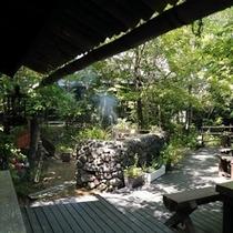 【中庭のバーベキュースペース】