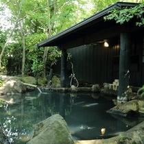 【露天風呂】自然を感じることが出来る岩露天