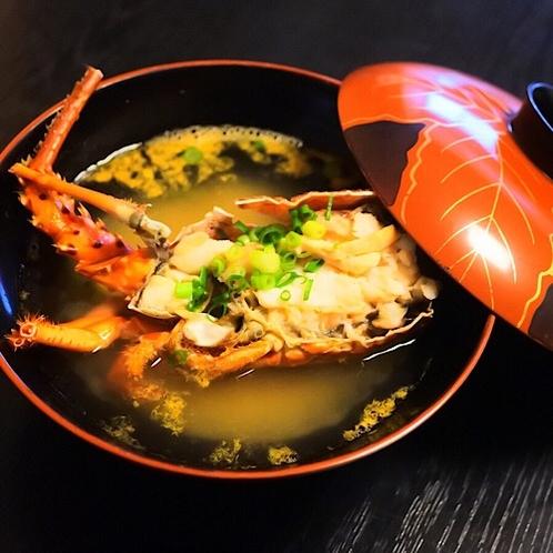 伊勢海老のプランで宿泊の方は朝食で豪華な伊勢海老の味噌汁を堪能出来ます。