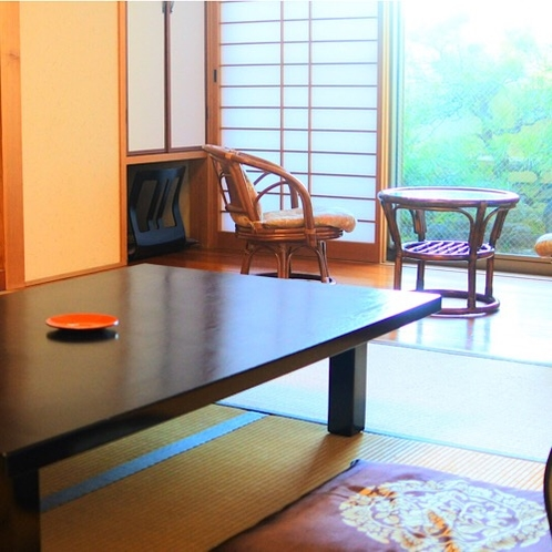 和室8畳(1~4名)外の景色も見れる開放的なお部屋です。