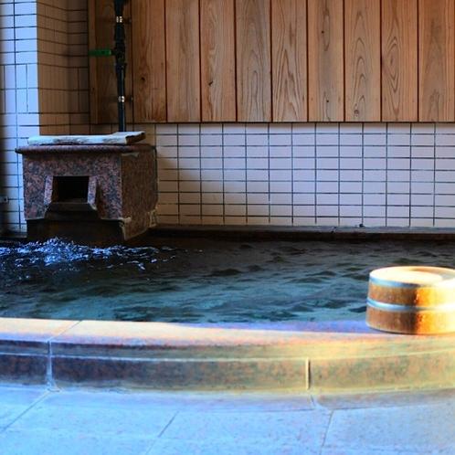 大浴場(女性)天然温泉掛け流し。各種アメニティーも取り揃えてます。