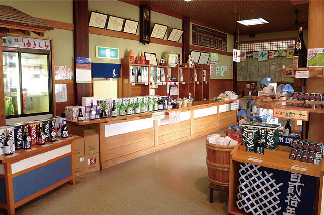 酒造見学《越後ゆきくら館》 売店も充実しているので、お土産探しにもぴったり!