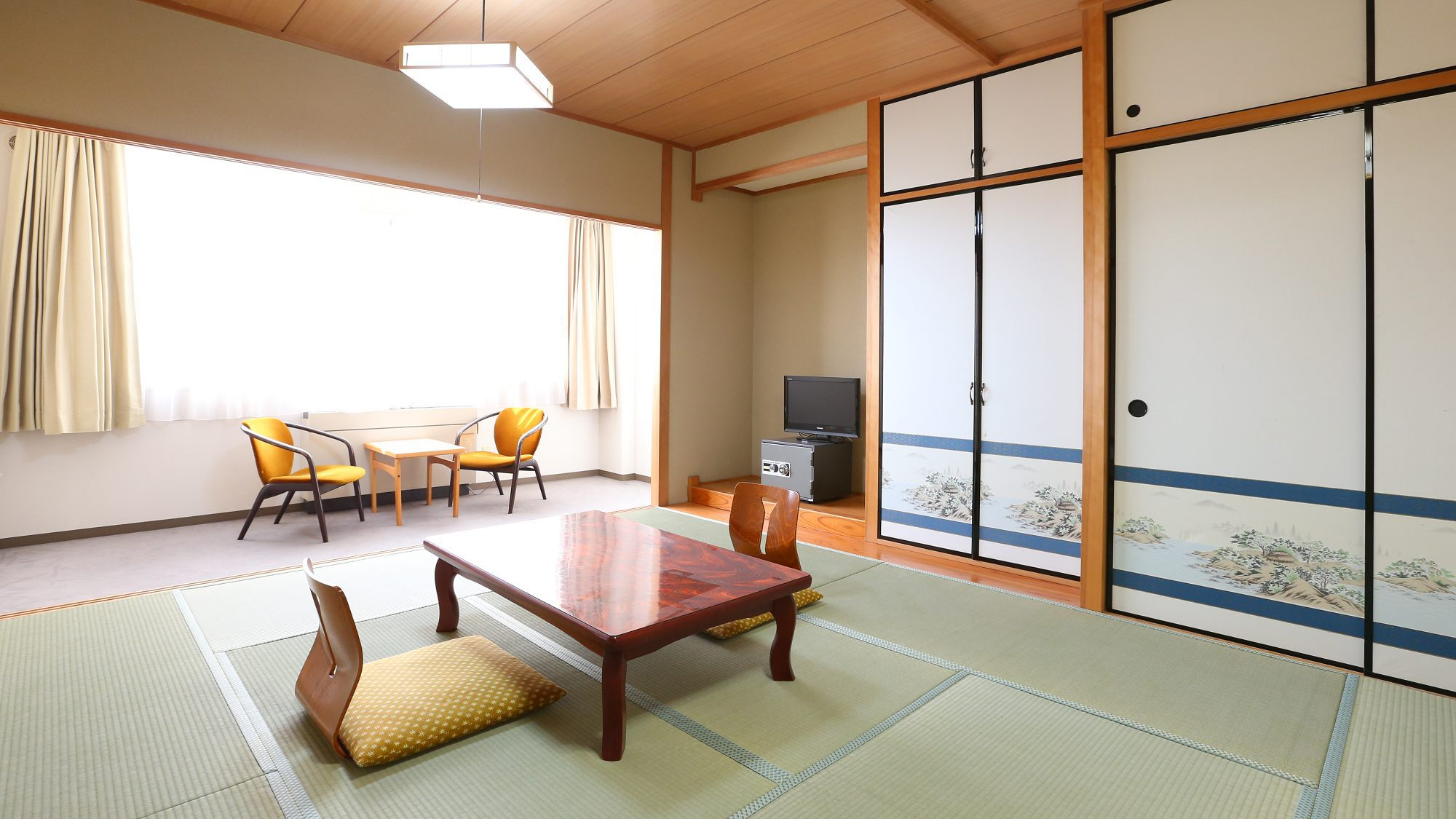 客室一例 全て10畳のお部屋なので、ゆったりとおくつろぎ頂けます。