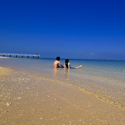 【ビーチ】サンゴ礁の天然白砂ビーチで癒しのひと時をお過ごしください
