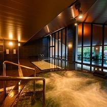 【大浴場】広々とした空間で、快適な時間をお過ごしください。