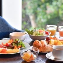 約100種類のメニューが揃う朝食ブッフェ