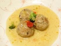 お夕食一例(平田牧場豚肉団子の甘酢餡かけ)
