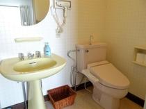 客室の洗面台とトイレ