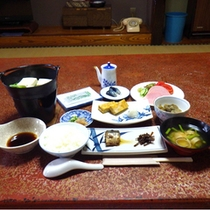 *【朝食一例】お部屋で食べる和定食♪朝からヘルシー栄養たっぷり☆
