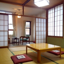 *【和室8畳+広縁4畳】温かみのある純和風なお部屋。湯上りに畳でごろーんとひと休み。