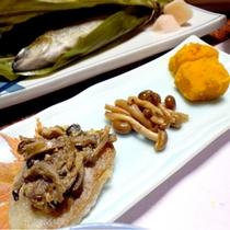 *【夕食一例】地元で採れたきのこをふんだんに使った秋の味覚☆