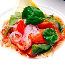 夕食の一例。信州サーモンのカルパッチョ