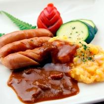朝食の一例。ウインナー&スクランブルエッグ