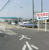 【第2駐車場入口】大型トラック・バス等は、こちらへ