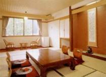 川沿いに面した清潔感あふれる客室