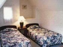 2階がロフトになっており、2名様はそちらのベッドでお休み頂けます。