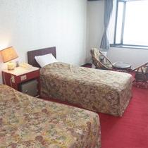 *ツイン客室一例/気軽に過ごしたいカップルや一人旅にお勧め。本館にある23平米の洋室ツインタイプ。