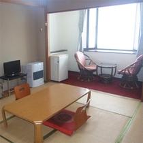 *本館和室一例/リーズナブルに泊まれる一般和室は広縁付き12畳。