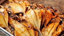 **【朝食バイキング(一例)】海の街:木更津ならではの魚の干物♪海を眺めて美味しさ倍増です!