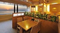**【和食処 三日月亭 客席(一例)】夕陽を眺めるお席もございます。