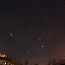 ホテル駐車場から冬のオリオン座と右下に流星★