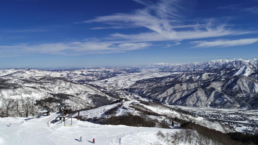 【湯沢高原スキー場:山頂からの風景】
