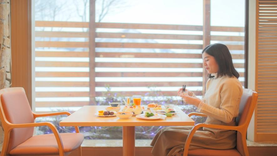 【朝食バイキング】朝日を浴びながらゆっくりと朝食。