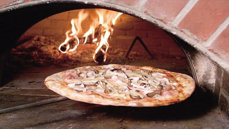 【アルプの里】イタリアンレストラン「アルピナ」。屋外で食べることもOK!