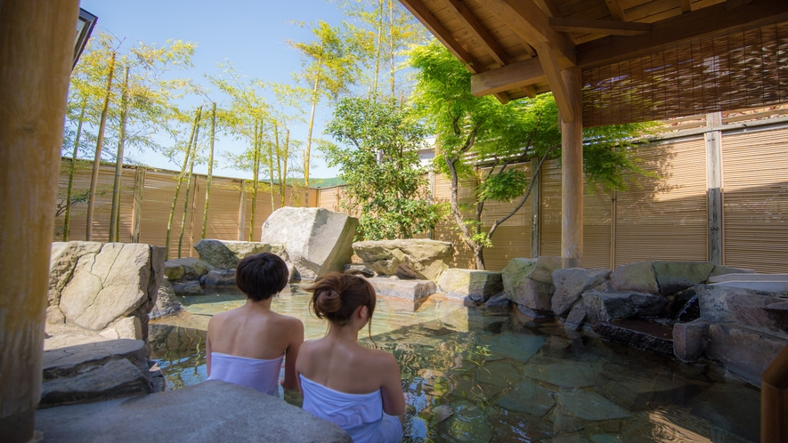【季里の湯】女性露天風呂「岩風呂」