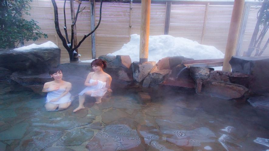 【冬の季里の湯】女性露天風呂「岩風呂」