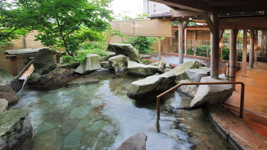 【季里の湯】男性岩風呂「庭風の湯」