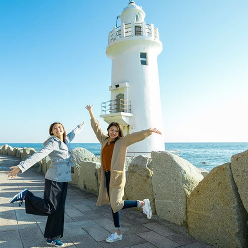 渥美半島の先端・伊良湖岬灯台と三島由紀夫『潮騒』の舞台・神島。多くの人が思いを馳せた風景に出会える