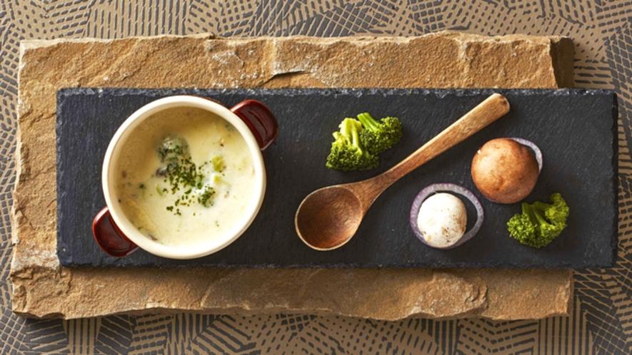 料理長特製ブロッコリーとマッシュルームのクリームスープ