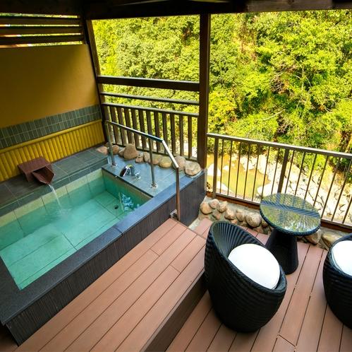 特別室「高 見」の露天風呂