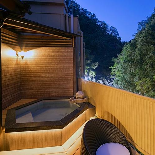 特別室「山 水」の露天風呂