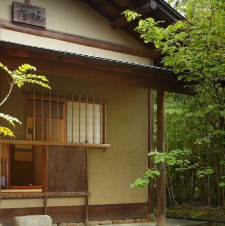 茶室【桜庵】にじり口