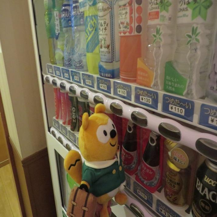 ◆自動販売機コーナー◆1階のほか地下にもあるんだ。どれにしようかな・・・